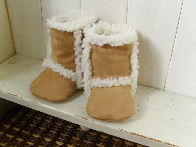 Picture of Finley Baby Boots PDF Pattern