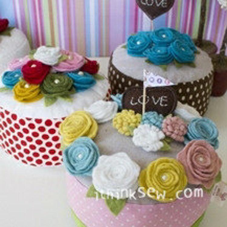Picture of Felt Rose Cake PDF Pattern