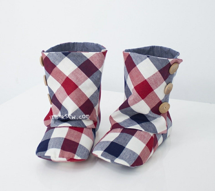 Picture of Adult 3 Button Boots PDF Pattern