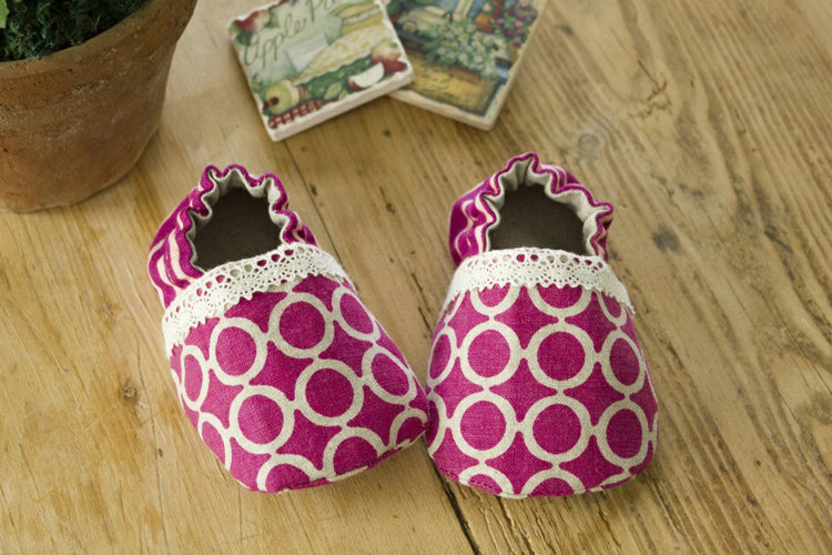 Picture of Lilac Baby Booties PDF Pattern