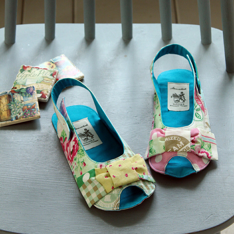 Picture of Anabelle Girl`s Sandal PDF Pattern