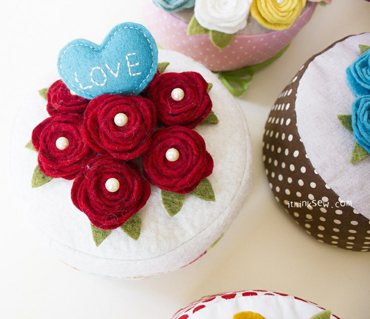 Picture of Felt Rose Cake PDF Pattern