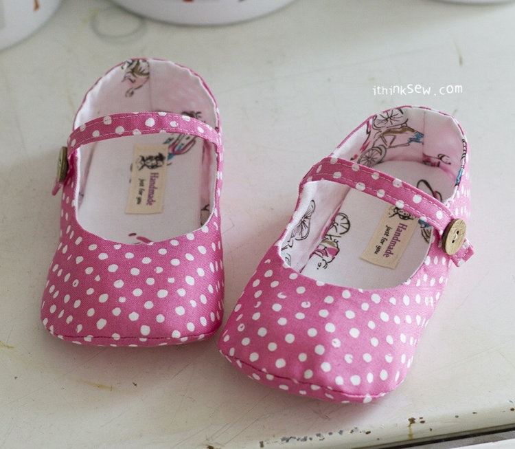 Picture of Cassie Girl's Mary Janes PDF Pattern