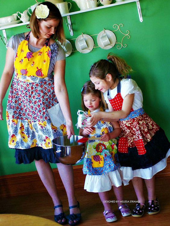 Picture of Mommy, Dolly and Me Aprons PDF Pattern