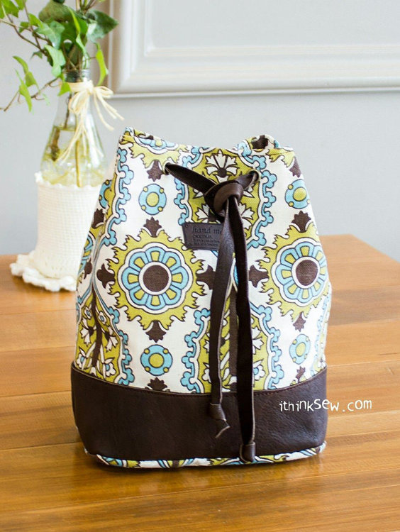 Picture of Natalie Cosmetic Bucket Pouch PDF Pattern