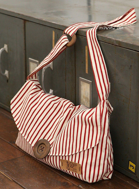 Picture of Martina Crossbag PDF Pattern (#241) - Subscribers Only